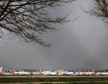 Европа и сегодня отменила тысячи авиарейсов из-за извержения вулкана в Исландии. Фото: Dan Kitwood/Getty Images