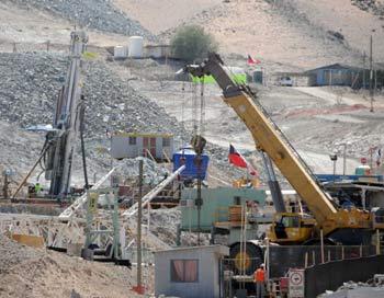 Спасательная техника на шахте Сан-Хосе. Фото: ARIEL MARINKOVIC/AFP/Getty Images