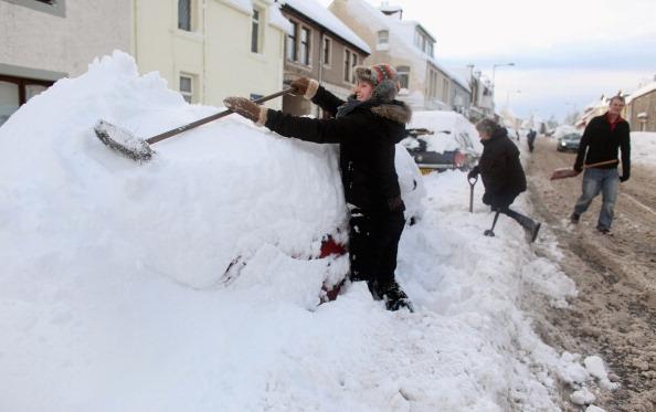 Небывалые морозы и снегопады обрушились на Шотландию и Англию, 29 ноября, 2010 год. Фото: Jeff J  Mitchell/Getty Images