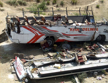 В Индии  около 30 человек погибли в результате аварии автобуса. Фото: STR/AFP/Getty Images