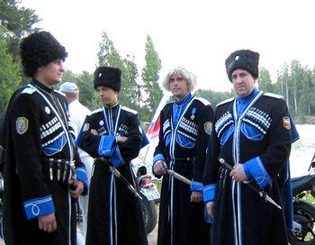Полпред Хлопонин вступил в Терское казачье войско. Фото с сайта liveinternet.ru