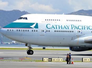 Самолет авиакомпании Cathay Pacific после приземления в международном аэропорту Гонконга, 16 августа. Фото: Laurent Fievet /AFP /Getty Images