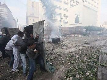 Во время боев военной полиции с демонстрантами были погибшие и пострадавшие. Фото с focus.de