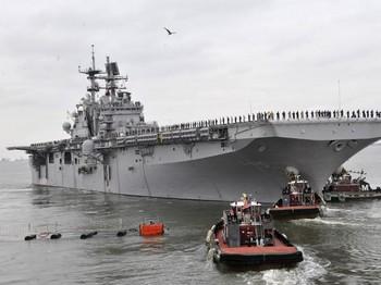 ВМС США готовятся к выводу своих кораблей в открытое море в связи с приближением урагана