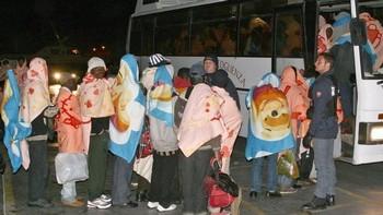 Около тысячи беженцев из Ливии, прибывших в пятницу, были переправлены в другие регионы Италии. Фото: DPA