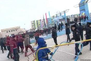 Массовые беспорядки в казахском городе Жанаозене. Фото с econo.com.ua