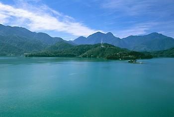 Живописное и романтическое озеро Солнца и Луны в Тайване. Фото предоставлено Бюро туризма Тайваня