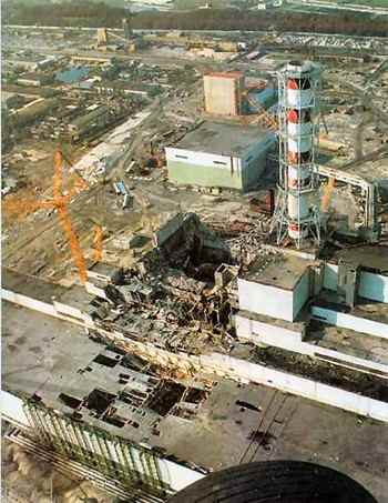 Чернобыльская АЭС после аварии. Фото с atomicarchive.com