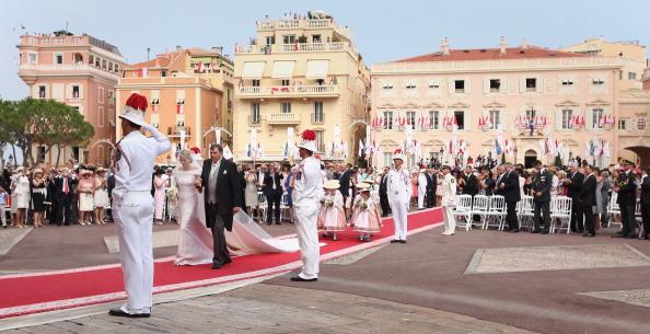 Фоторепортаж:  Альберт II и Шарлин Уиттсток обвенчались  В Монако продолжается свадебный марафон. Фото: Sean Gallup/Getty Images