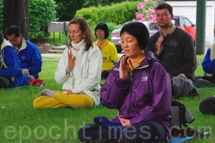 Бельгия. Акция сторонников Фалуньгун, приуроченная к годовщине начала репрессий Фалуньгун в Китае. Июль 2012 год. Фото: The Epoch Times