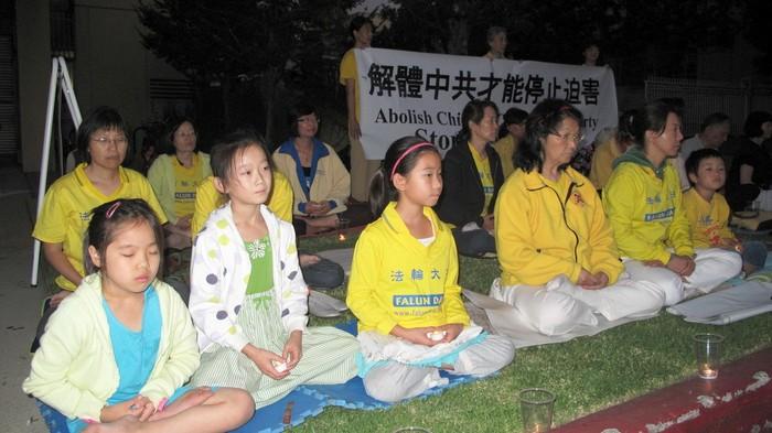 Лос-Анджелес, США. Акция сторонников Фалуньгун, приуроченная к годовщине начала репрессий Фалуньгун в Китае. Июль 2012 год. Фото: The Epoch Times