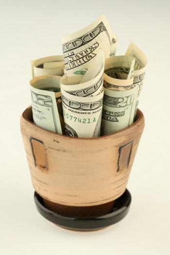 Социальная пенсия в Латвии стала пособием по бедности. Фото с grani.lv