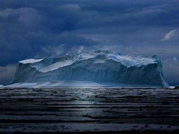 От Антарктиды  откололись айсберги из-за японского цунами. Фото с fed.sibnovosti.ru