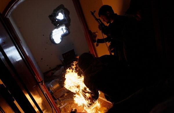 Противостояние в ливийском городе Мисурата. Фото: Chris Hondros/Getty Images