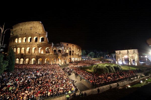 Папа Римский Бенедикт XVI совершил Крестный ход. Фото: Franco Origlia/Getty Images