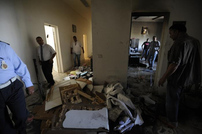 Салафисты разрушили полицейский участок в Тунисе. Фото: FETHI BELAID/AFP/GettyImages