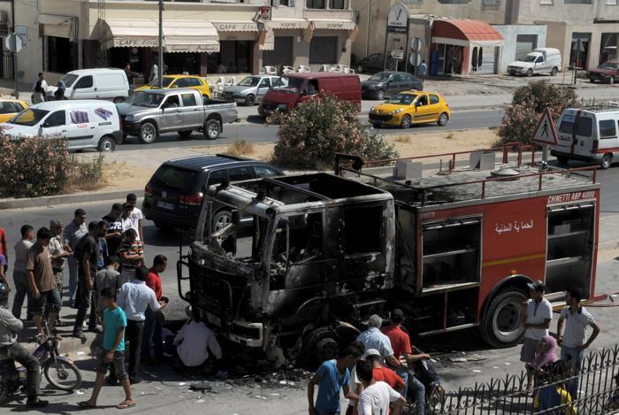 Массовые беспорядки в Тунисе 12 июня. Фото: FETHI BELAID/AFP/GettyImages