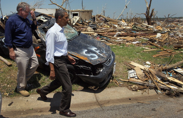 Фоторепортаж о посещении Бараком Обамой пострадавших от торнадо жителей Джоплина в  штате Миссури. Фото: Joe Raedle/Getty Images