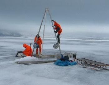Учёные работают в экстремальном холоде на краю света: к озеру Эльгыгытгын добраться очень трудно. Фото: bazonline.ch