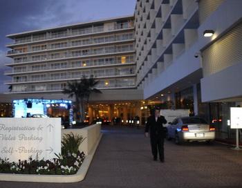 Фото: Beverly Hilton — один из роскошных лос-анджелесских отелей, где 11 февраля 2012 г. скончалась поп-дива Уитни Хьюстон. Фото: Kevin Winter/Getty Images