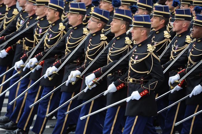 Фоторепортаж  о грандиозном параде во Франции в честь Дня взятия Бастилии. Фото: Antoine Antoniol/Getty Images