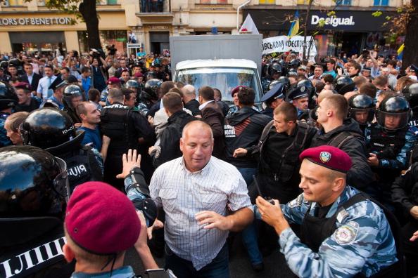 Экс-премьер Украины Тимошенко арестована в зале суда. Фото: VALENTYN OGYRENKO/AFP/Getty Images