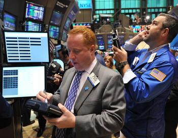 Кредитный рейтинг США впервые в истории упал до