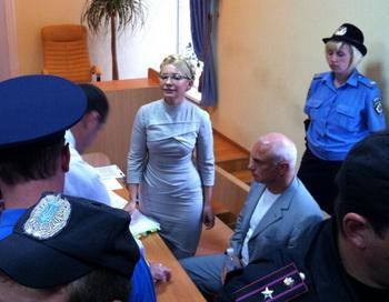 Тимошенко в седьмой раз отказано в освобождении из-под ареста. Фото: ALEXANDER PROKOPENKO/AFP/Getty Images