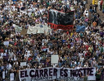 Десятки тысяч испанцев требуют демократических реформ. Фото: David Ramos/Getty Images