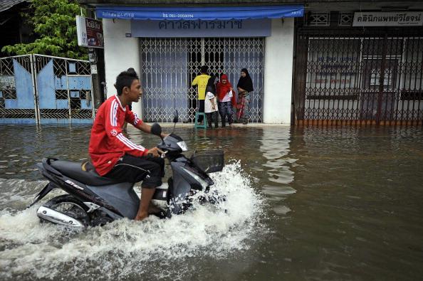 Наводнение в Пхукете и на Самуи. Фото: MADAREE TOHLALA/AFP/Getty Images