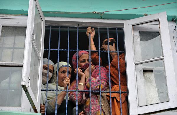 Население Индии увеличивается, но  рождаемость девочек уменьшается. Фото: TAUSEEF MUSTAFA/AFP/Getty Images