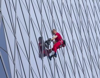 Знаменитый «человек-паук» покорил высочайшее здание ФранцииФото:Getty Images