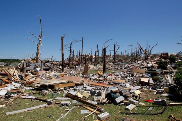 В результате торнадо в штате Алабама погибло приблизительно 300 человек. Фото: Tom Pennington/Getty Images