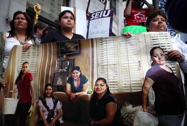 Фоторепортаж. Активисты провели акцию протеста перед штаб-квартирой Wells Fargo в Сан-Франциско. Фото: Justin Sullivan/Getty Images
