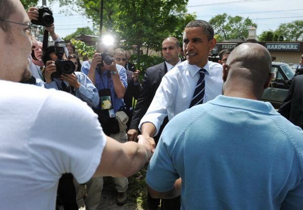 Фоторепортаж о встрече президента США Барака Обамы с рабочими автомобильной компании Chrysler Group в Огайо. Фото: MANDEL NGAN/AFP/Getty Images