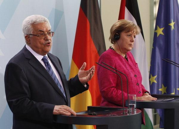 Фоторепортаж о встрече канцлера Германии Ангелы Меркель и главы ФАТХ Махмуда Аббаса. Фото: Jesco Denzel/Getty Images