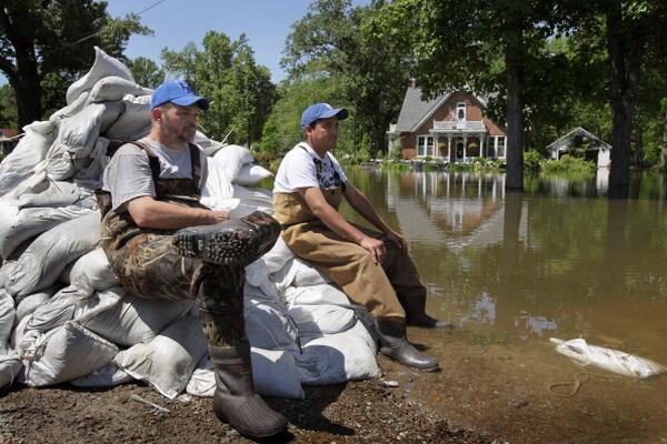Фоторепортаж с места сильного затопления в долине реки Огайо и Миссисипи. Фото: Scott Olson/Getty Images