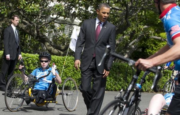 Фоторепортаж  о встрече президента США Обамы с пострадавшими в  боевых действиях в Ираке и Афганистане военнослужащими перед Белым домом. Фото: Alex Wong/Getty Images