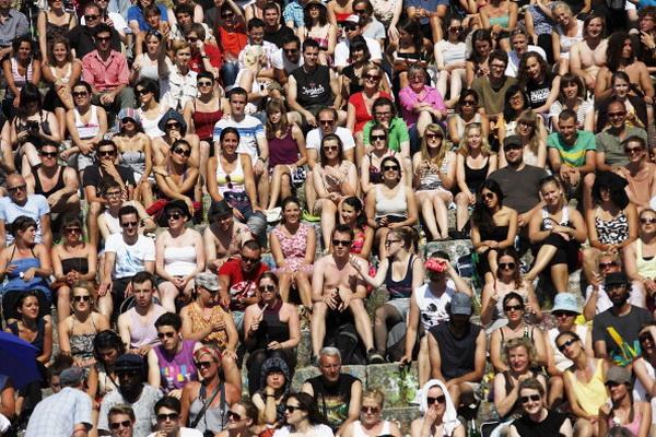 Фоторепортаж о пении под караоке на открытом воздухе в Берлине. Фото: Carsten Koall/Getty Images