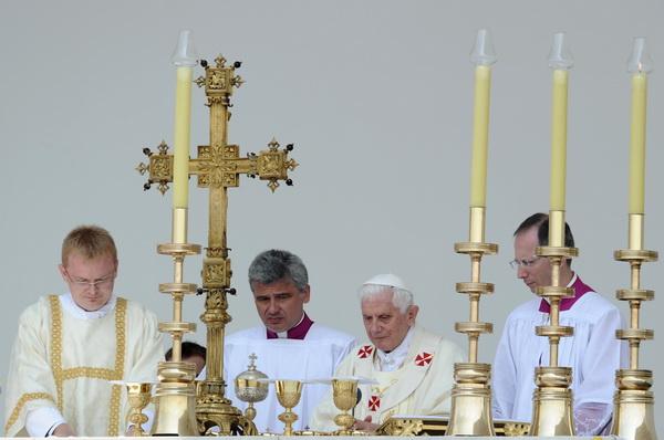 Фоторепортаж о визите Папы Римского Бенедикта XVI в Хорватию. Фото: AFP PHOTO/ DIMITAR DILKOFF