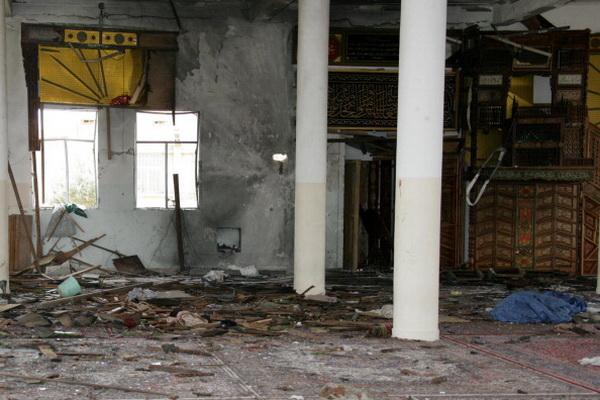 Фоторепортаж об обстреле мечети в Сане, где молился президент Йемена Али Абдулла Салех. Фото: STR/AFP/Getty Images