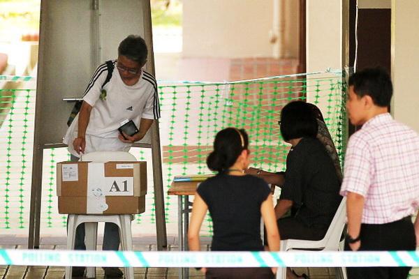 Фоторепортаж о голосовании на всеобщих выборах в Сингапуре. Фото: Alex Wong/Getty Images