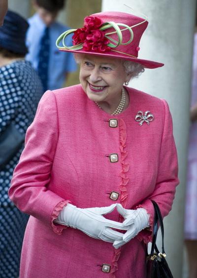 Фоторепортаж о визите королевы Великобритании Елизаветы II в школу Св. Георга в Виндзоре. Фото: Arthur Edwards - WPA Pool/Getty Images