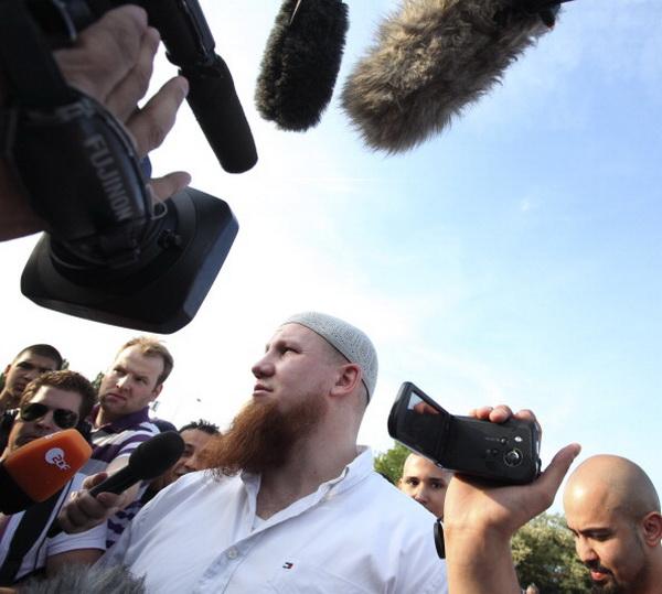 Фоторепортаж с собрания Пьера Фогеля во Франкфурте, Германия. Фото: Ralph Orlowski/Getty Images