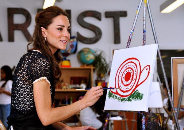 Фоторепортаж о посещении принцем Уильямом и леди Кэтрин академии искусств Inner City Arts  в Лос-Анджелесе. Фото: Mike Nelson - Pool/Getty Images