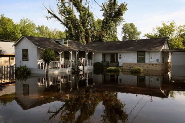 Фоторепортаж с места затопления в долине реки Миссисипи в городе Виксбург. Фото: Scott Olson/Getty Images