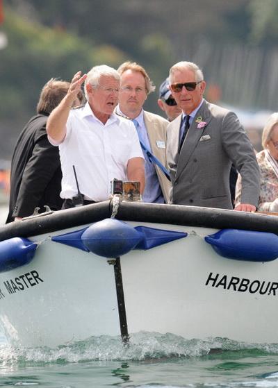 Фоторепортаж о визите принца Чарльза и герцогини Камиллы в город Солкомб. Фото: Wayne Perry - WPA Pool/Getty Images