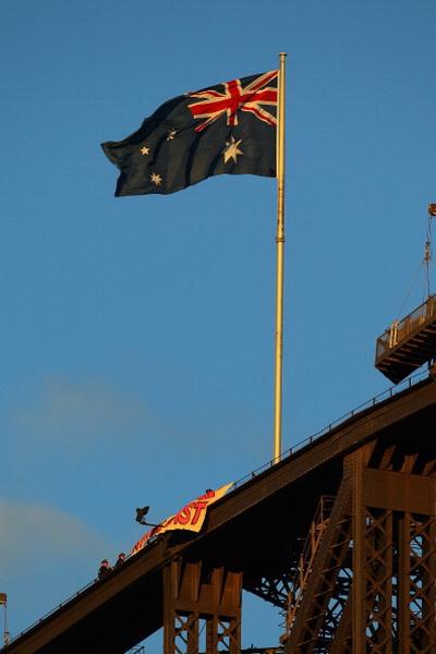 Фоторепортаж с акции протеста австралийца на Харбор-Бридж в Сиднее. Фото: Cameron Spencer/Getty Images