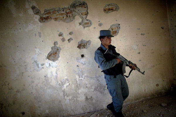 Фоторепортаж с места убежища талибов при столкновении между боевиками и полицией Кандагара. Фото: Majid Saeedi/Getty Images