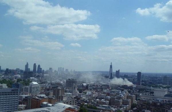 Фоторепортаж о сильном пожаре в центре Лондона. Фото: AFP PHOTO / Celine HIVET
